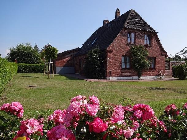 Haus Meisenweg 22, die Wohnung befindet sich im Erdgeschoss, knapp 1.000m² großes Grundstück
