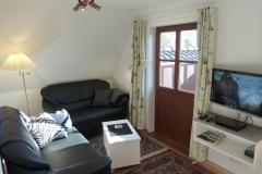Wohnzimmer Sitzbereich, direkter Zugang zum Balkon, 26'' LCD-Fernseher